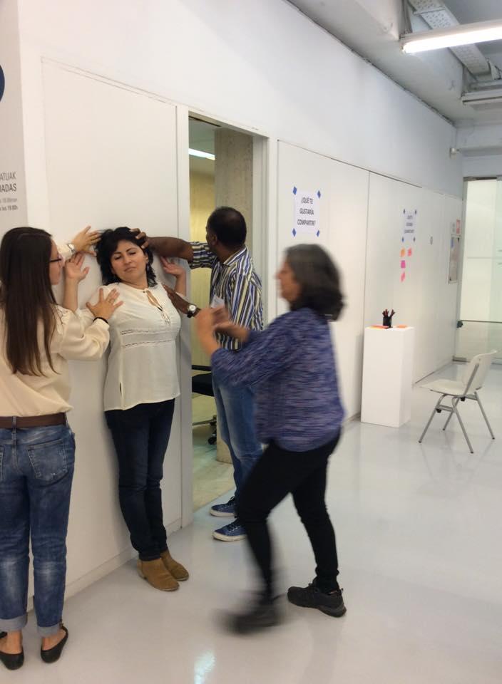 """Resúmen del taller de fotografía participativa """"De manifiesto"""" en la jornada: Experiencia y participación desde la fotografía, en Sala Rekalde"""